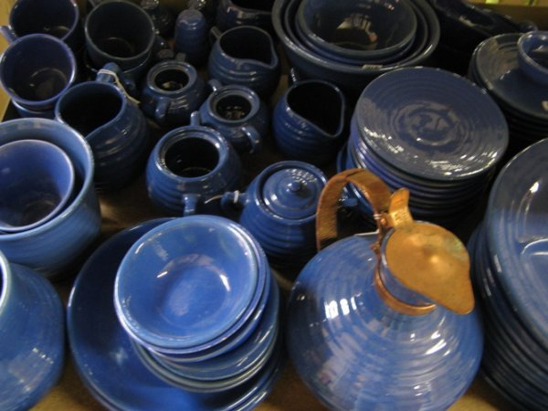 318: A 79 PIECE GROUP OF CALIFORNIA BAUER POTTERY  TABL
