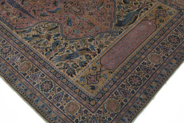 603: A 1920'S PERSIAN WALL TAPESTRY depicting a fine  q