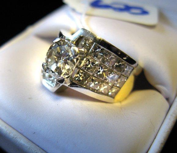 625: DIAMOND AND EIGHTEEN KARAT WHITE AND YELLOW GOLD R
