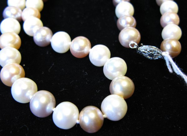 321: MULTI-COLOR PEARL PRINCESS LENGTH NECKLACE.  Mixed