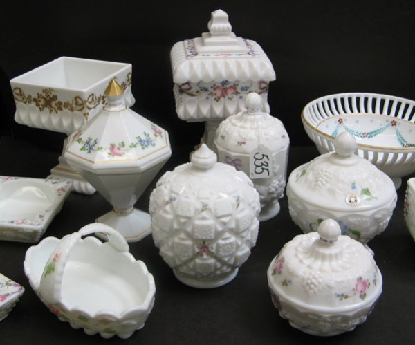 535: A COLLECTION OF 15 DECORATED MILK GLASS ITEMS.  In