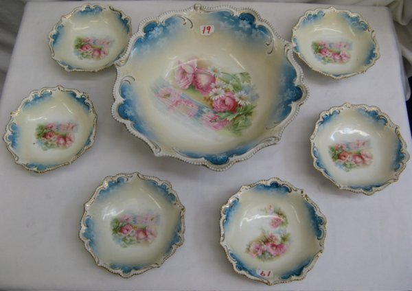 19: A SEVEN PIECE R. S. PRUSSIA PORCELAIN BERRY SET, co