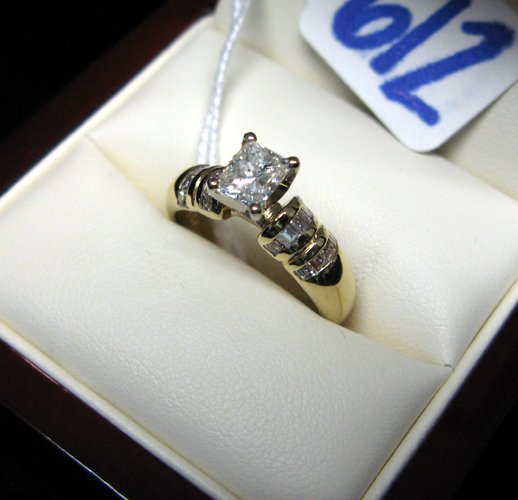612: 612: DIAMOND AND FOURTEEN KARAT GOLD RING, centeri