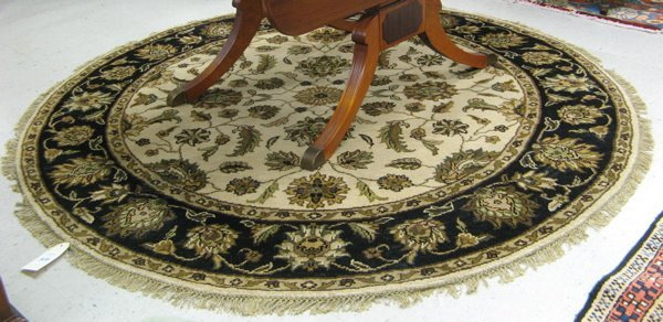 319: ROUND ORIENTAL ACCENT RUG, Indo-Persian, overall f