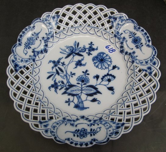 618: GERMAN MEISSEN BLUE AND WHITE PORCELAIN PLATE,  in