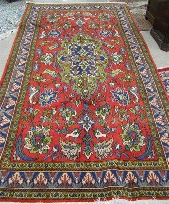 20: PERSIAN ARAK CARPET, floral and central floral  med