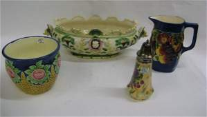 432 A GROUP OF FOUR MAJOLICA STYLE POTTERY PIECES AND