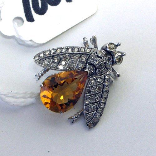 1001: A CITRINE, DIAMOND AND EIGHTEEN KARAT GOLD BEE  P