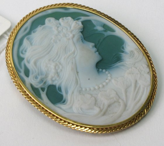 1004: PORTRAIT CAMEO PENDANT/BROOCH, with oval green &
