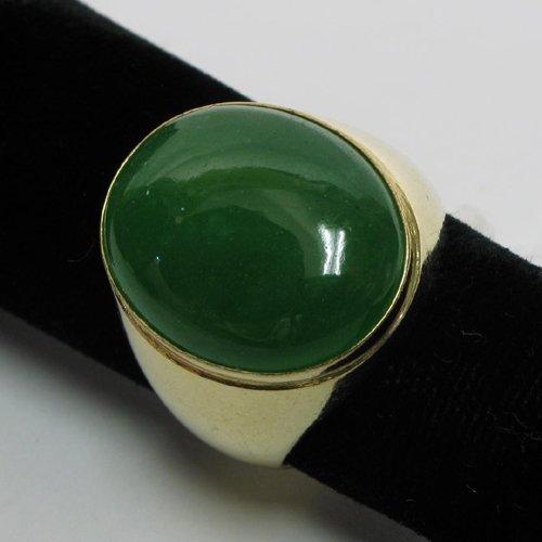 1016: MAN'S GREEN QUARTZ AND FOURTEEN KARAT GOLD RING,