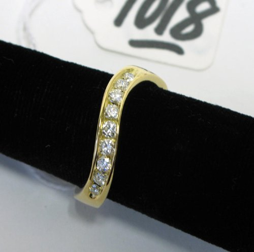 1018: DIAMOND AND EIGHTEEN KARAT GOLD RING, the  contem