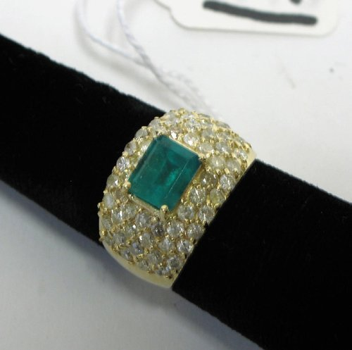 1019: EMERALD, DIAMOND AND FOURTEEN KARAT GOLD RING  WI