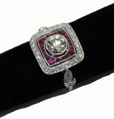 1023: ESTATE DIAMOND, RUBY AND EIGHTEEN KARAT WHITE  GO