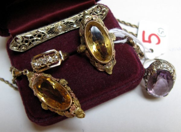 5: FIVE ARTICLES OF GOLD JEWELRY, including a  pendant
