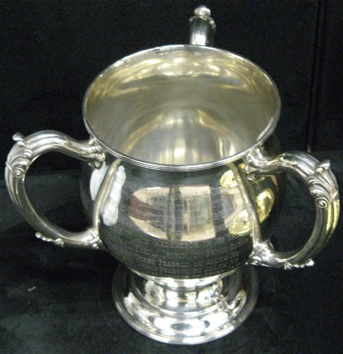 14: A STERLING SILVER PRESENTATION LOVING CUP AND A  SI