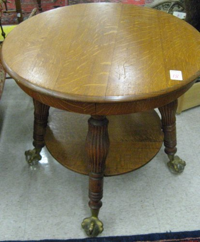 18: VICTORIAN ROUND OAK LAMP TABLE, American, late  19t