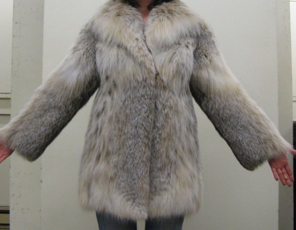 601: A LADY'S SILVER FOX FUR JACKET, lined with satin h