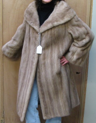 307: A LADY'S AUTUMN HAZE MINK FUR COAT with   collar,