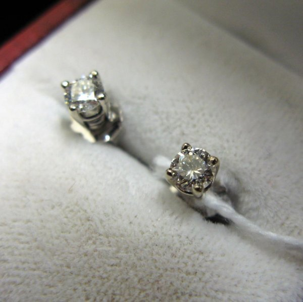320: PAIR OF DIAMOND AND FOURTEEN KARAT WHITE GOLD  EAR