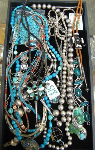 318: COLLECTION OF EIGHTEEN PIECES OF COSTUME JEWELRY:2
