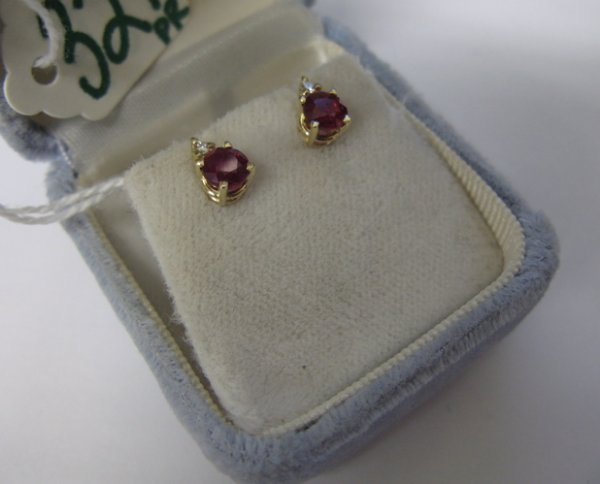 321: PAIR OF RUBY, DIAMOND AND 14 KARAT GOLD EARSTUDS