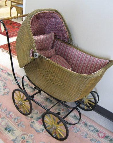324: WICKER BABY CARRIAGE, Heywood-Wakefield Co.,  Gard