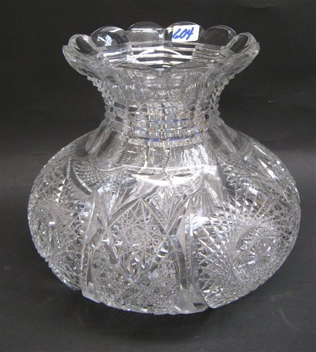 604: AN AMERICAN HAND CUT AND ENGRAVED GLASS VASE.  The