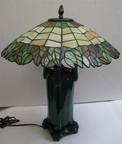 607: ART DECO STYLE TABLE LAMP. The green shaded  potte