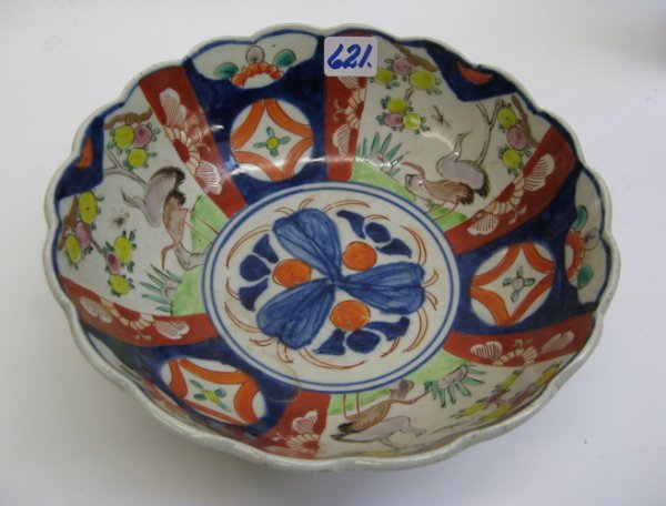 621: JAPANESE IMARI PORCELAIN BOWL, hand painted with f