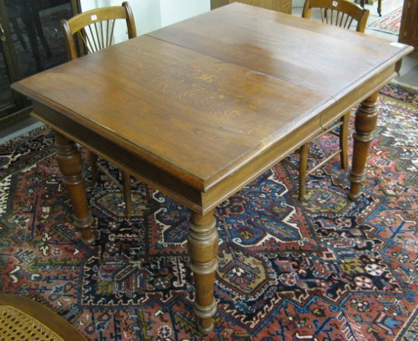 658: VICTORIAN OAK DINING TABLE, Continental, late  19t