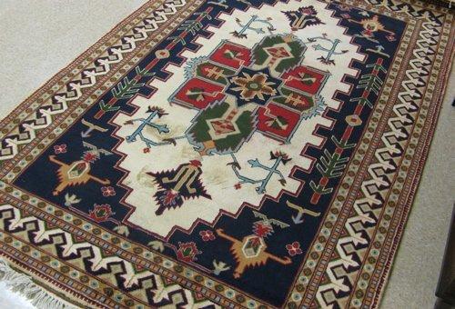 20: PAKISTANI-PERSIAN AREA RUG, central geometric  meda
