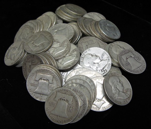 8: A LOT OF EIGHTY-FIVE SILVER FRANKLIN HALF  DOLLARS: