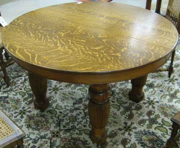 160: ROUND OAK DINING TABLE, American, late 19th  centu