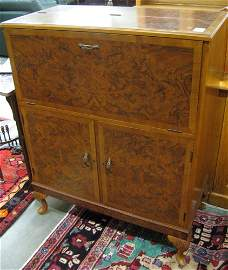 315: WALNUT AND BURL WALNUT CABINET BAR, Queen Anne  de