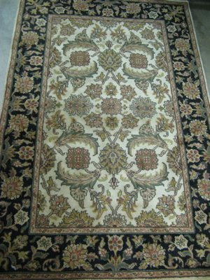 319: HAND KNOTTED ORIENTAL AREA RUG, Indo-Persian,  ove