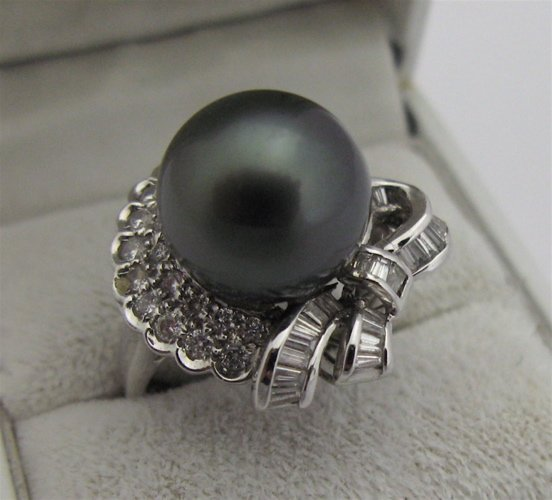 322: BLACK PEARL, DIAMOND AND 18 KARAT WHITE GOLD  RING