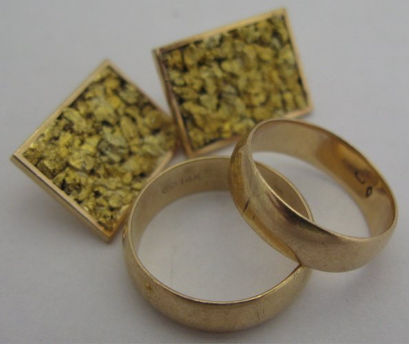 320: FOUR ARTICLES OF 14K YELLOW GOLD JEWELRY,  includi