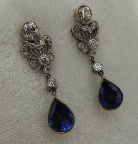 612: PAIR OF SAPPHIRE AND 18K WHITE GOLD EARRINGS