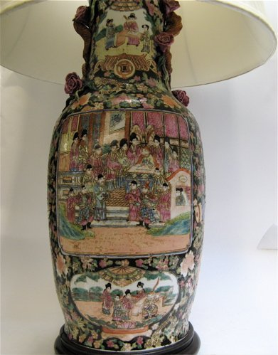 5: FAMILE NOIRE CHINESE TABLE LAMP, hand painted  with