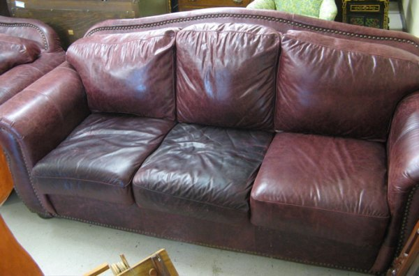 411 Traditional Style Burgundy Leather Sofa Robinson