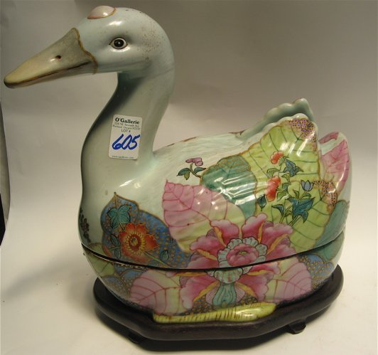 605: FIGURAL POTTERY DUCK COVERED BOWL, the hand  paint