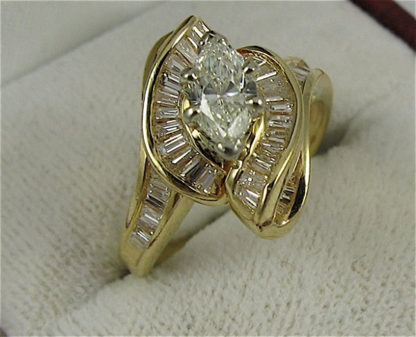 612: DIAMOND AND 18K GOLD RING WITH APPRAISAL,  centeri