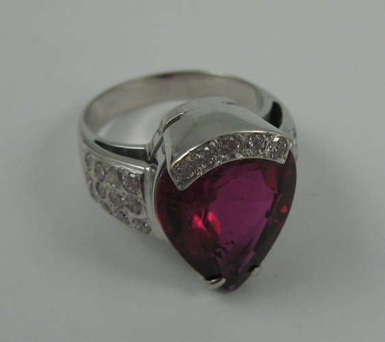 613: TOURMALINE, DIAMOND AND 14K WHITE GOLD RING. set w