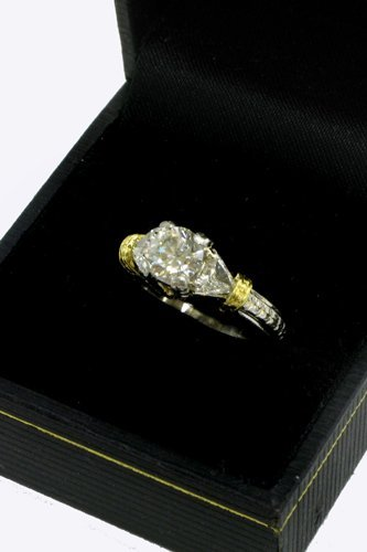 627: DIAMOND, PLATINUM AND 18K GOLD RING WITH  APPRAISA