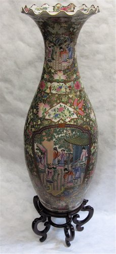 9: A CHINESE PORCELAIN FLOOR VASE, hand painted  with s