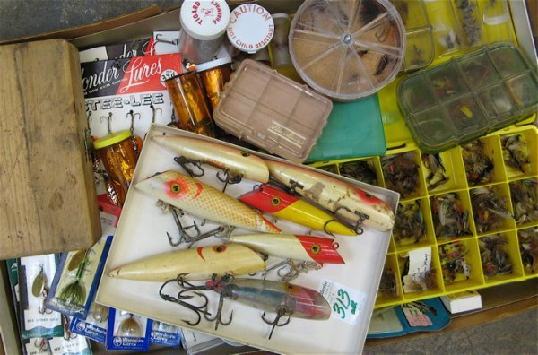 313: LARGE COLLECTION OF FISHING FLIES, REELS AND  WOOD