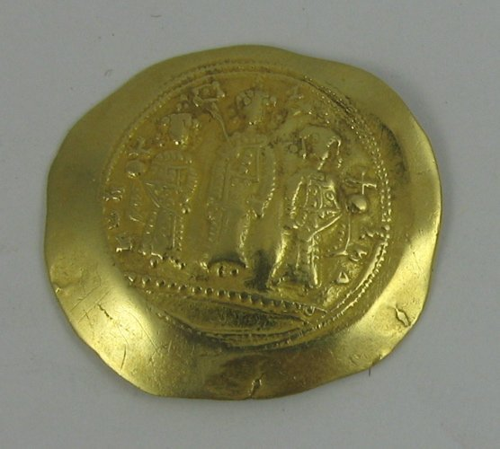 609: ELEVENTH CENTURY CONSTANTINOPLE GOLD COIN,  Romanu