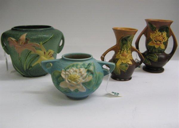 303: FOUR ROSEVILLE POTTERY BOWLS AND VASES: vase in  t