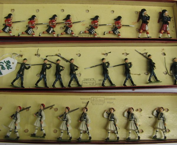 306: COLLECTION OF W. BRITAIN LEAD TOY SOLDIERS:  twelv