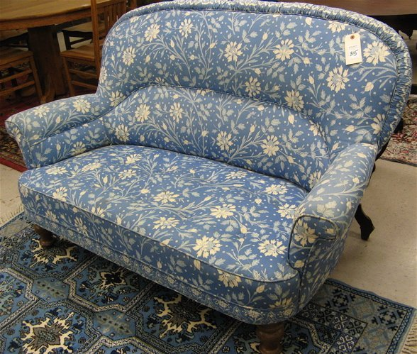 315: BLUE CHINTZ UPHOLSTERED LOVESEAT, with overall  bl